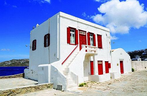 Το κεντρικό κτήριο του Λαογραφικού Μουσείου Μυκόνου στο Κάστρο